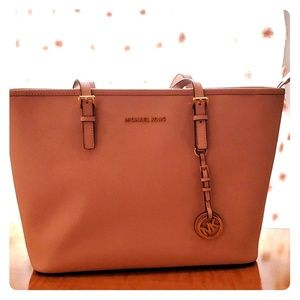 Michael Kors jet set travler